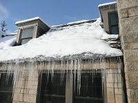 Jak zima działa na dach ?